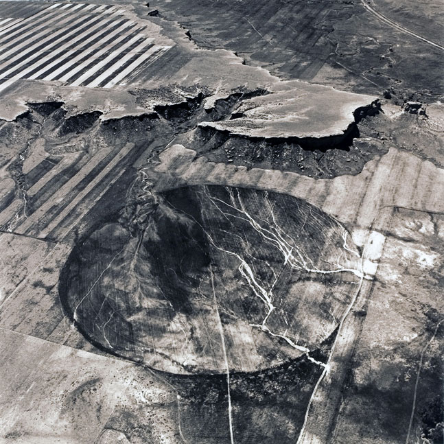 Photo aérienne de paysage par Emmet Gowin